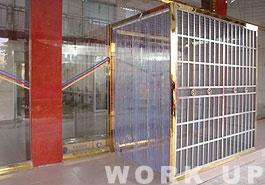 ▲防虫対策用に2重扉を設置。